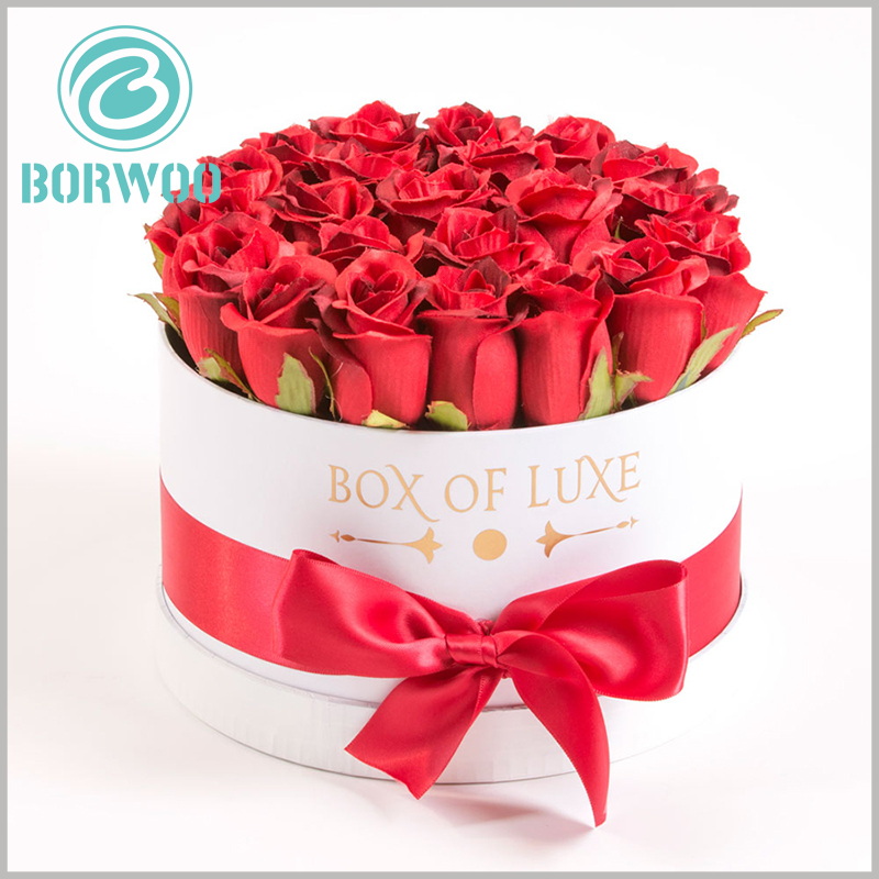 Large round gift boxes for flower. The white paper tube flower packaging box and the red silk towel gift bows enhance the gift value of flowers.