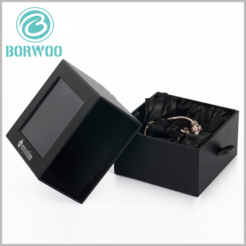 black bracelets gift boxes wholesale. The surface of the package is treated with varnish, which not only has the effect of preventing scratches, but also increases the overall gloss of the box.