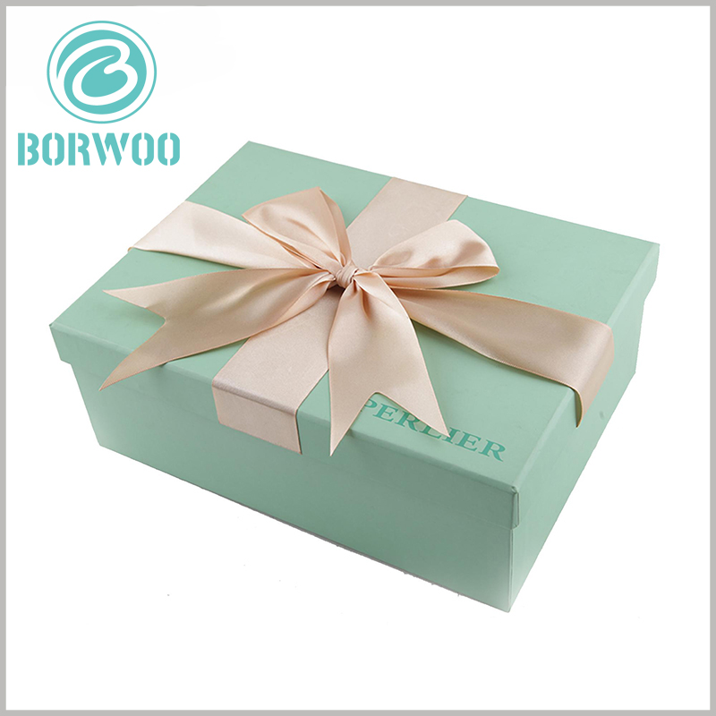 blue small cardboard gift boxes with lids.The blue art paper improves the fashion of packaging and adds more attractiveness and charm to gifts.