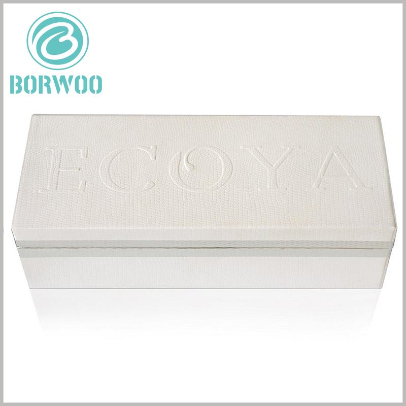 cardboard candle boxes packaging with emboss printing. The brand name is printed with emboss, which can better reflect the texture and appeal of the packaging and brand.