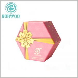 custom Hexagonal packaging for perfume spray bottle. In order to reflect the value of perfume gifts, golden gift bows (bronzing+emboss printing) can be printed on the front of perfume gift boxes.