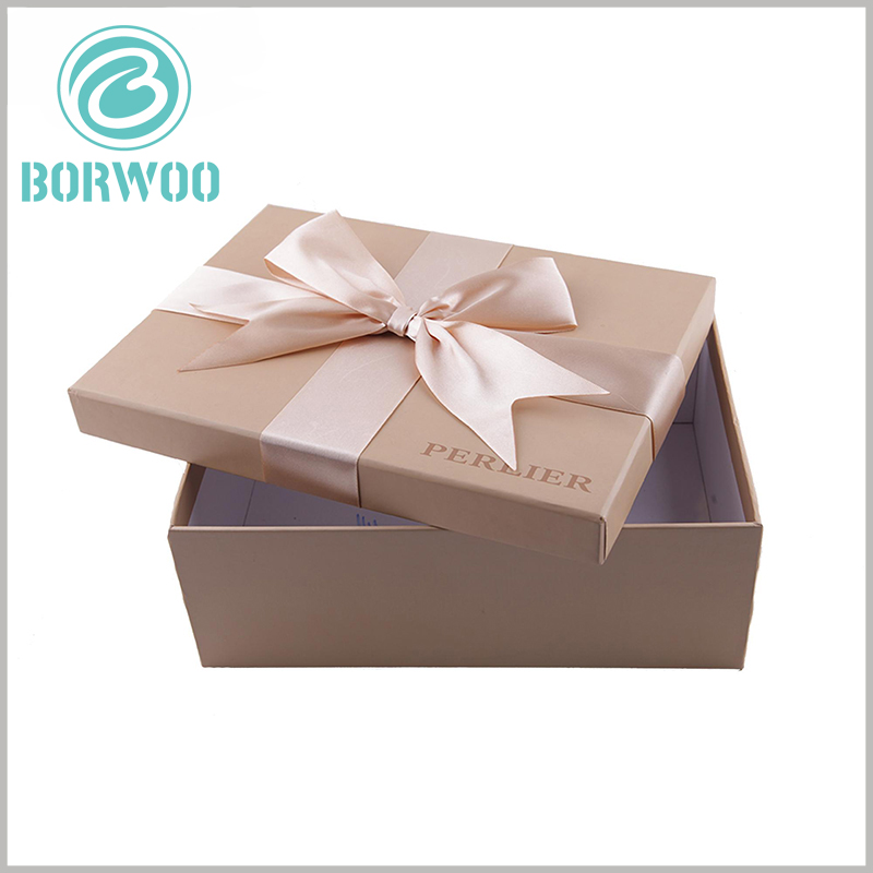 custom small cardboard gift boxes with lids. Artistic cardboard boxes with lids, the top of the packaging lid is decorated with high-grade silk gift bows
