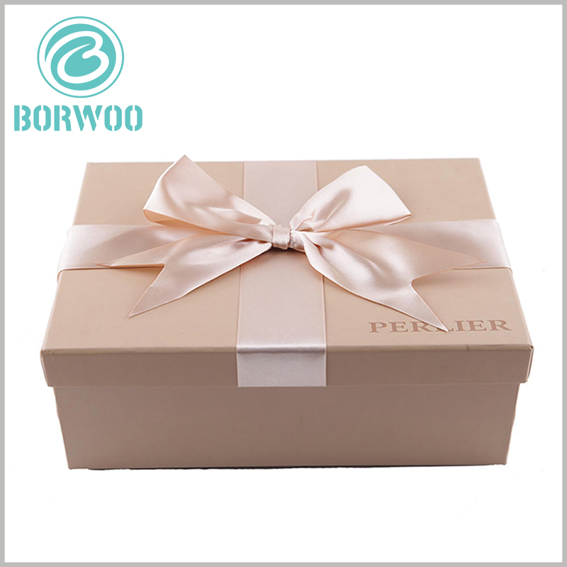 custom small cardboard gift boxes with lids wholesale. You can put decorative shredded paper inside the small cardboard gift boxes to protect the gifts inside the packaging.