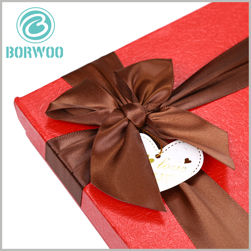 Custom large gift boxes with ribbon. Luxury chocolate packaging boxes are one of the effective ways to enhance the value of food.