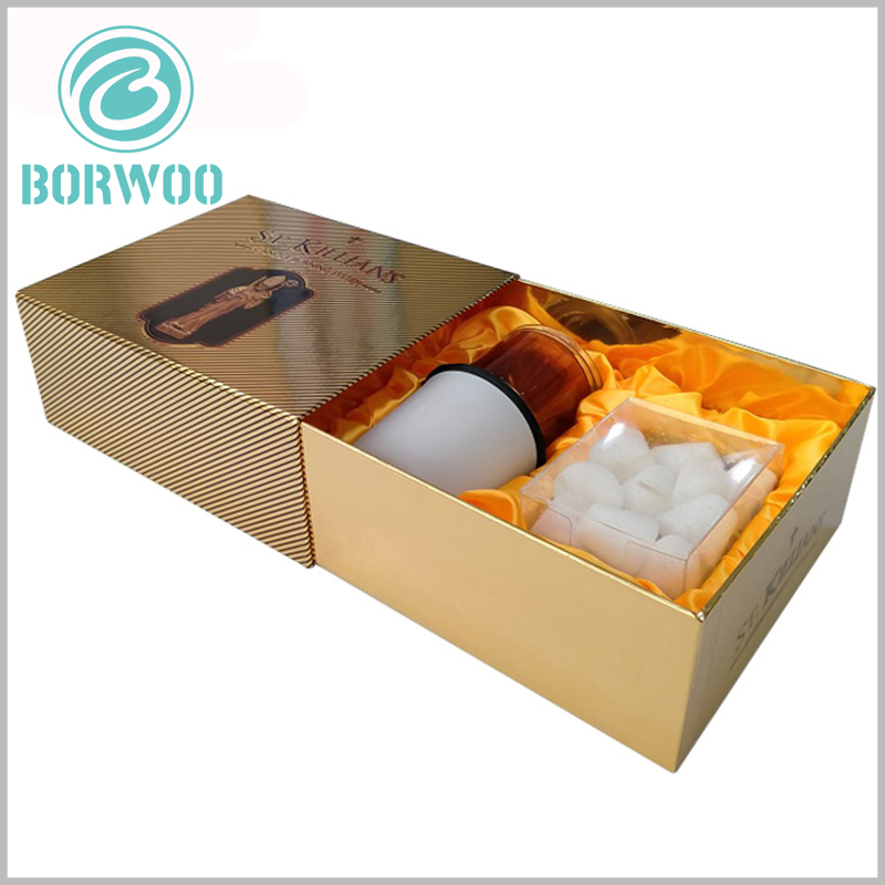 luxury candle packaging boxes wholesale. Gold cardboard is used as the laminated paper for the inner and outer boxes of the packaging, making the packaging more luxurious.