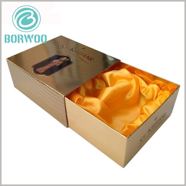 luxury candle packaging boxes with logo wholesale. The inner box of the cardboard drawer is decorated with yellow silk and plays a role in protecting the product.
