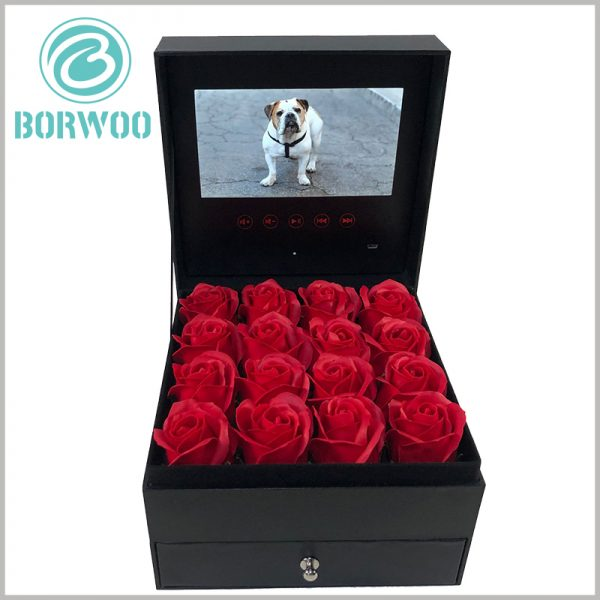 luxury flower packaging boxes with video screens. The personalized flower packaging box is of high value, creating a pleasant experience for customers.