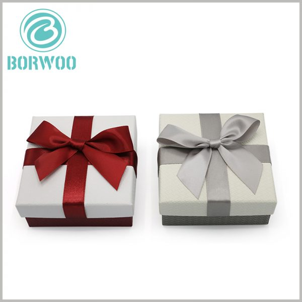 small cardboard gift boxes with bows wholesale. The top cover of customized gift boxes can be decorated with different colors of bows to enhance the attractiveness of the packaging.