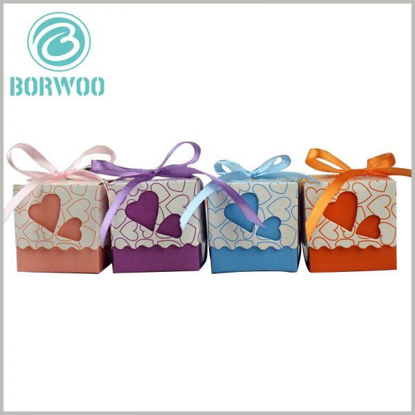 small gift boxes packaging wholesale. The square cardboard chocolate boxes are wrapped with ribbon gift bows as decoration, which makes people who receive food gifts feel valued.