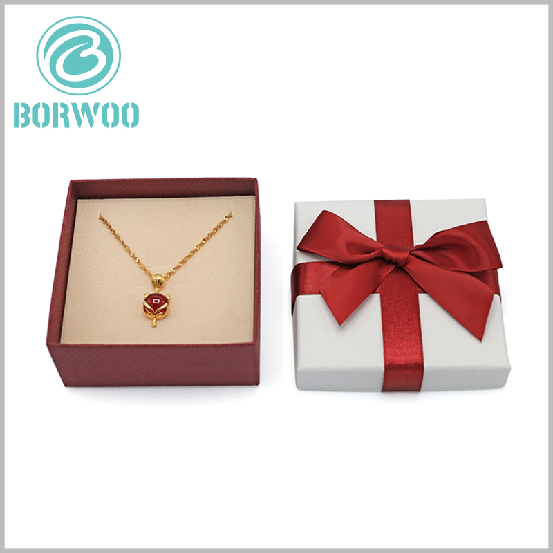 small necklace gift boxes with bows wholesale. As one of the raw materials of jewelry packaging, gray board paper greatly improves the robustness and durability of the packaging.