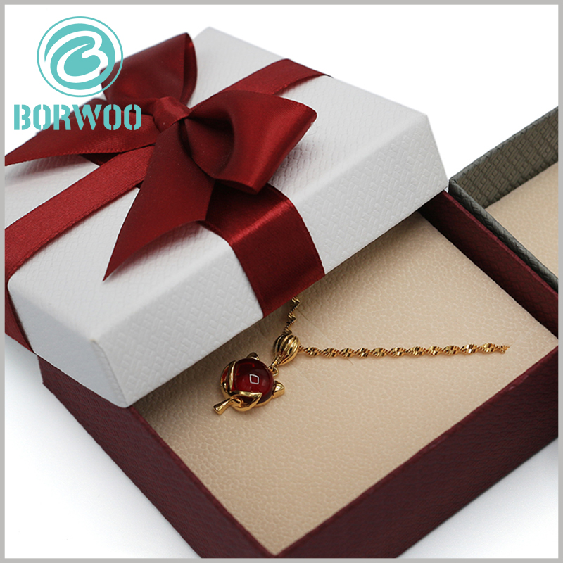 small necklace gift boxes with lids. As the laminated paper of jewelry packaging, art paper makes jewelry packaging artistic and attractive.