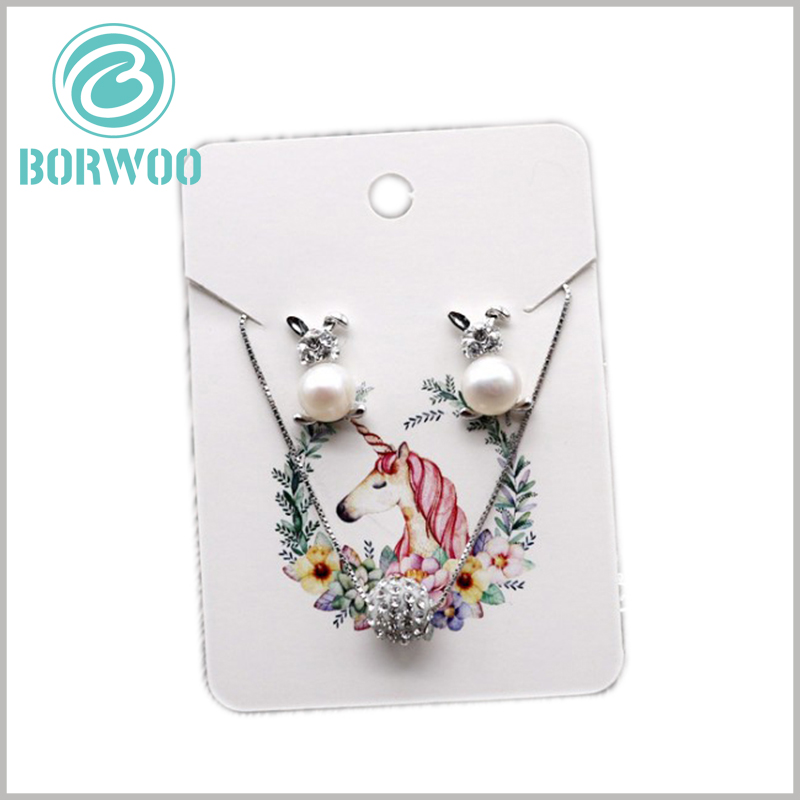 white paper hang tag for jewelry. Differentiated color patterns are printed on the paper tag, which improves the attractiveness of the tag and the product.