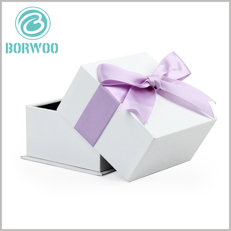 white square cardboard boxes with bows. The edge processing of the custom cardboard boxes is very good, with an excellent visual sense, and can bring out the high quality of the product.