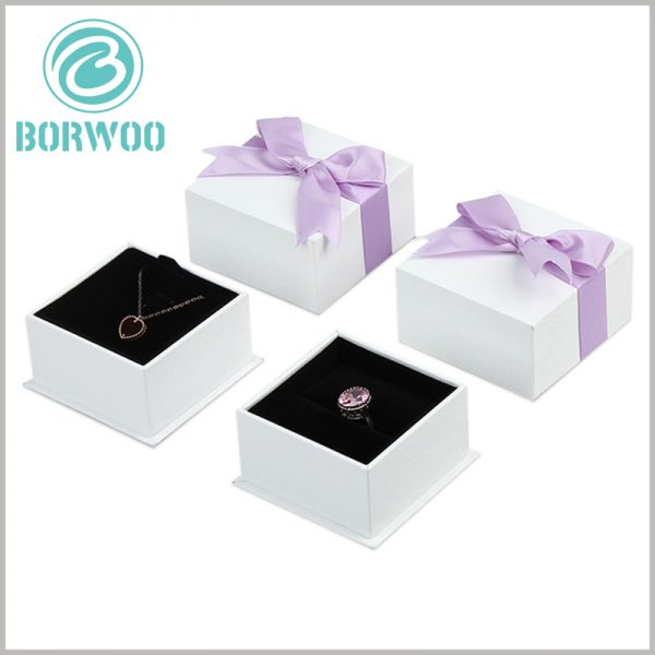 white square cardboard jewelry boxes wholesale. The flocking inserts inside the customized gift box are different to meet the fixing and display requirements of different jewelry types.