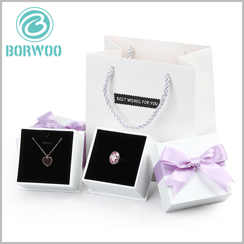 white square cardboard jewelry boxes. The custom gift box has good sturdiness and durability, and can meet the protection requirements for jewelry gifts.