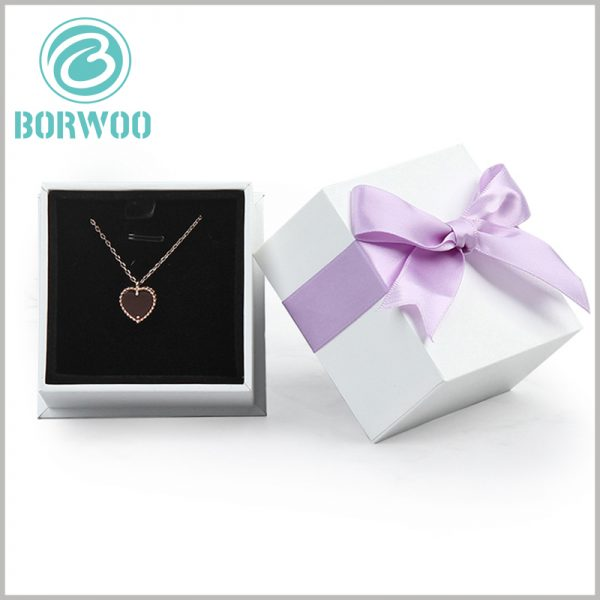 white square cardboard necklace boxes wholesale. Simple jewelry packaging is more popular and can meet the packaging and promotion needs of necklaces.